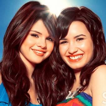 DELENA (selena gomez y demi Lovato