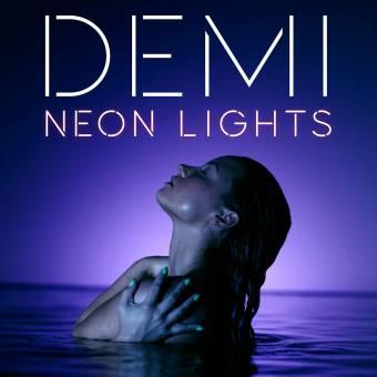 Segun Lady Gaga el vomito en el concierto fue una expresion artistica.Pero para Demi fue una ofensa!♥