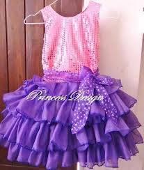 votando participas por el vestido de violeta
