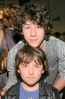 nick y su hermano