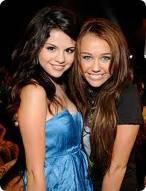 Selena Gomez y Miley Cyrus (nooooo) iiiiiuuuuuuuuuu