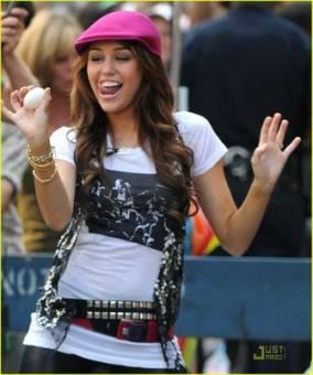 Hermosa + Actriz + Cantante + Perfecta = Miley Cyrus