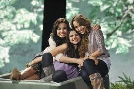 Selena,Miley y Demi