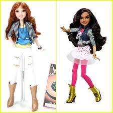 Por sus muñecas tan hermosas