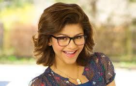 Por ser tan hermosa con gafas