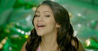 Zendaya canta mal