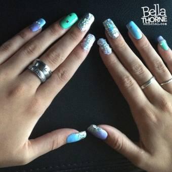 Bella se pinta las uñas geniales