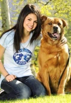 selena gomez y su perro