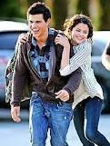 Selena y Taylor
