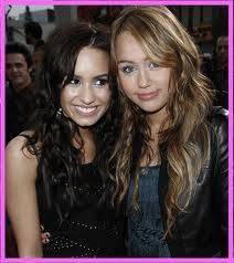 Demi Lovato y Miley Cyrus