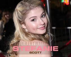 STEFFI:linda, tiene un precioso nombre, bello pelo, es just perfect...que mas se puede pedir