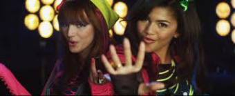 watch me de zendaya y bella thorne