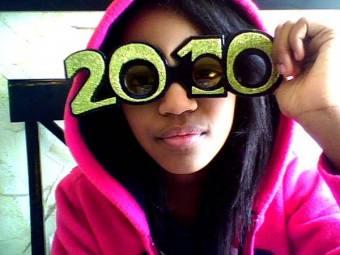 china anne mcclain con gafas del 2010